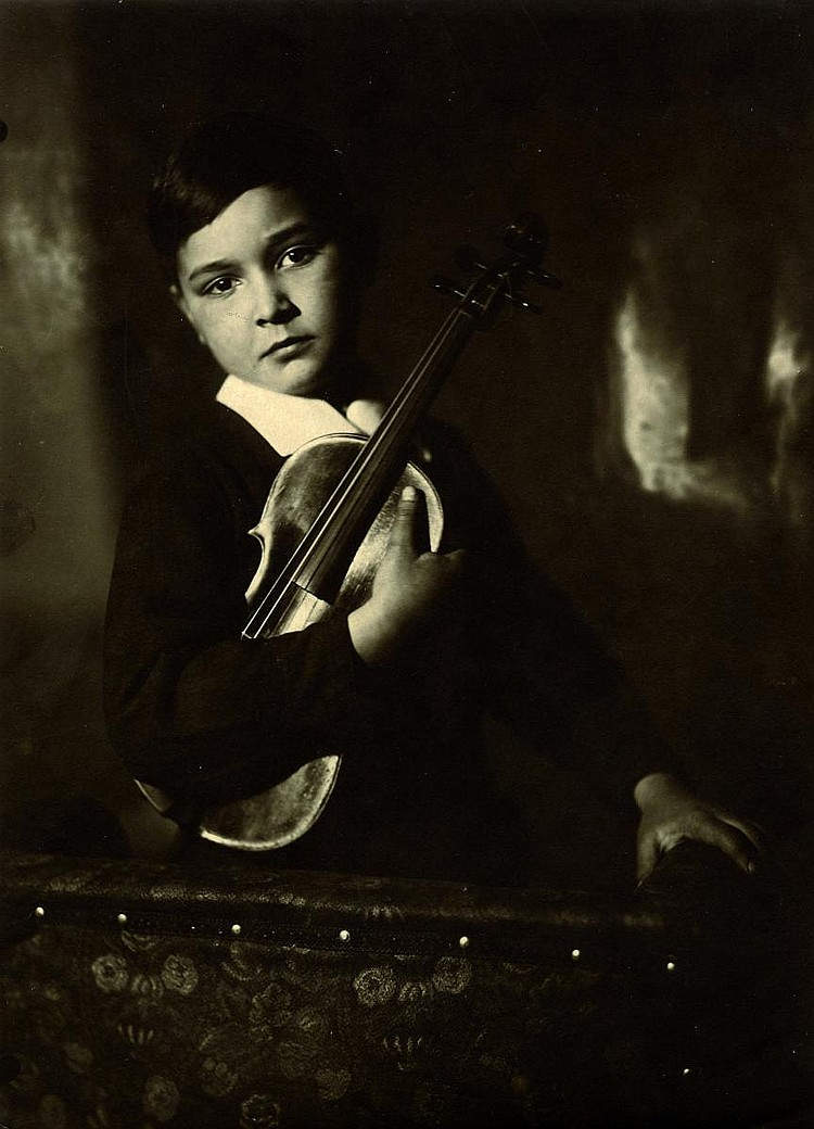 Ребенок со скрипкой. Фото Моисея Наппельбаума