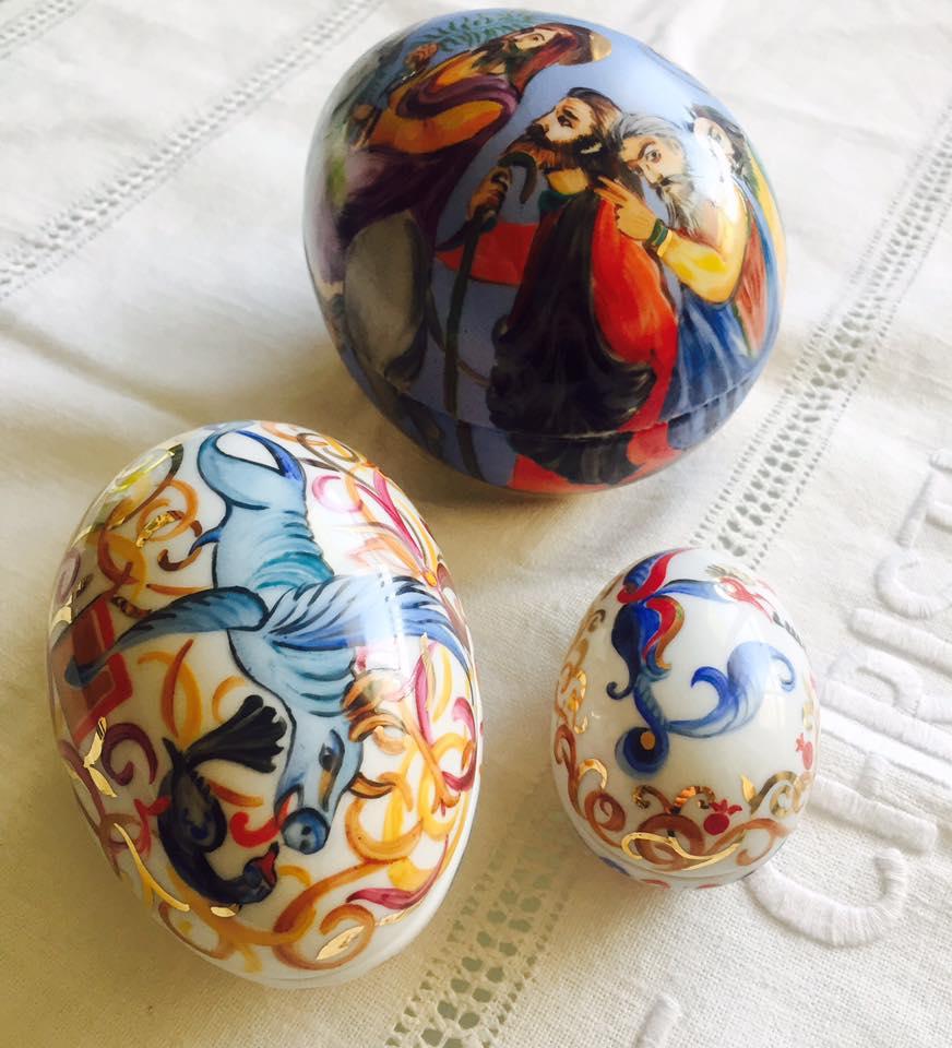 Писанки раньше ассоциировались только с украинской культурой. Ведь расписные пасхальные яйца - это символ украинского народа. А вотяйца с нанесенным орнаментом-рисунком от Кристины Мкртчян.