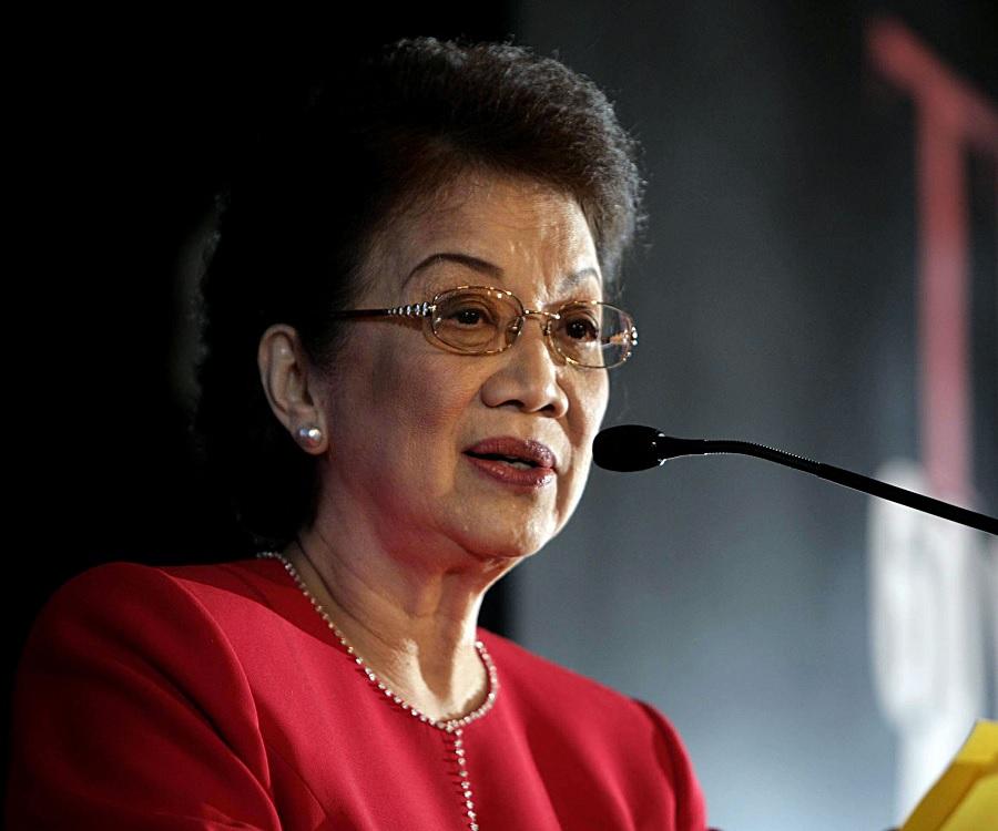 Президент Филиппин Корасон Акино боролась с кумовским капитализмом.Ей также удалось добиться вывода американских военных баз из страны.