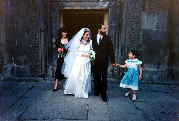 Счастливый день свадьбы — 3 августа 1991 года. Фото:  charkhchyan.files.wordpress.com