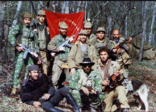 Армянские фидаины времен Карабахской войны. Фотоmybioplanet.ru