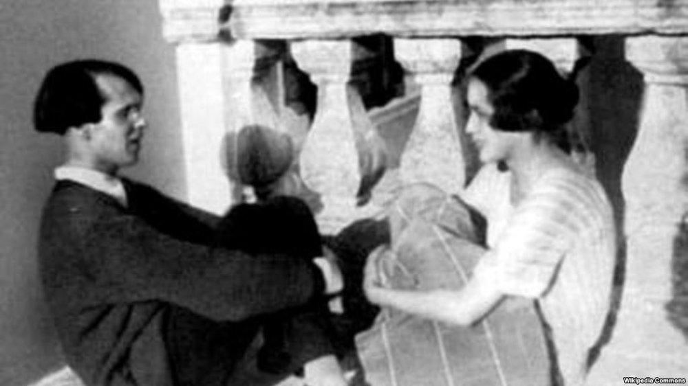 Нина Берберова и Владислав Ходасевич у А.М. Горького. Соренто, 1925 год. Фото gdb.rferl.org