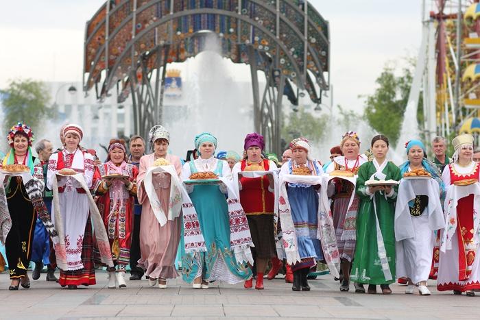 В России проживает 193 народа. Фото park72.ru
