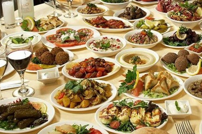 Армянский Новогодний стол -Хороший новогодний стол – гордость хозяйки и радость для всей семьи.Фотоnewsarmenia.am