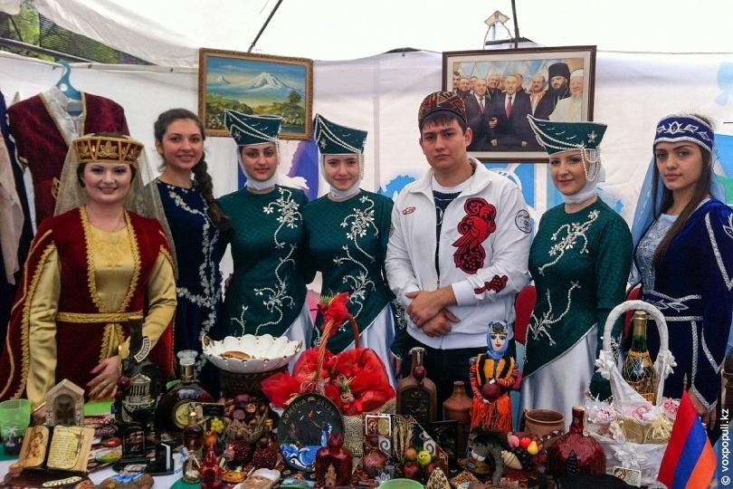 Представители армянской общины Казахстана на празднике. Фотоvoxpopuli.kz