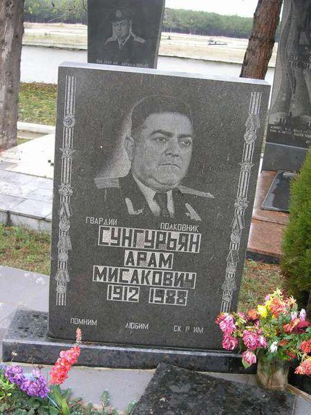 Несколько лет назад в Севастополе появилась улица имени Арама Сунгурьяна, однополчанина Амаяка Цирацяна, который выжил в том пекле. Фотоhayazg.info