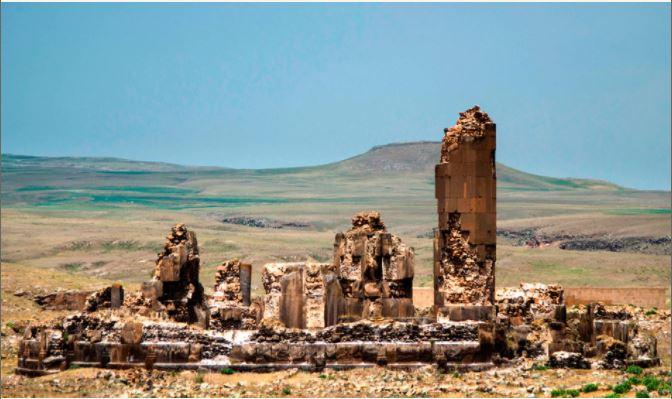 «Развалины древней Армении рядом: рукой их подать; говорят, что видны из вагона» ǁ prikolisi.ru