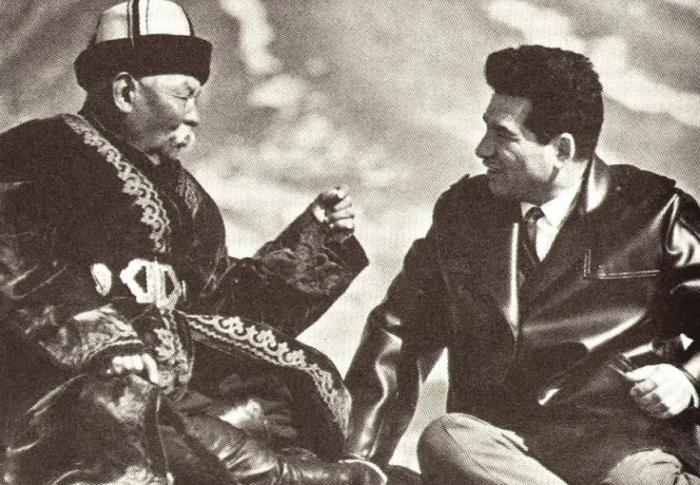 Великий манасчы Саякбай Каралаев стал духовным учителем Чингиза Торекуловича Айтматова