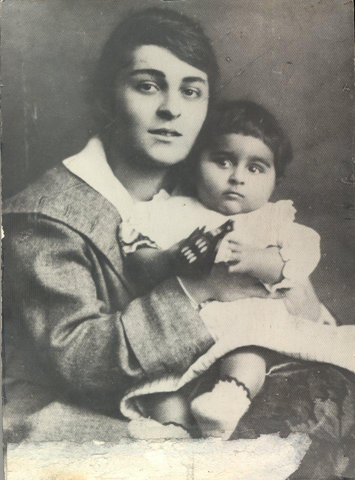 Анаит Шахиджанян, вторая жена Терьяна, с дочкой. Фото из личного архива Григора Эмина-Терьяна