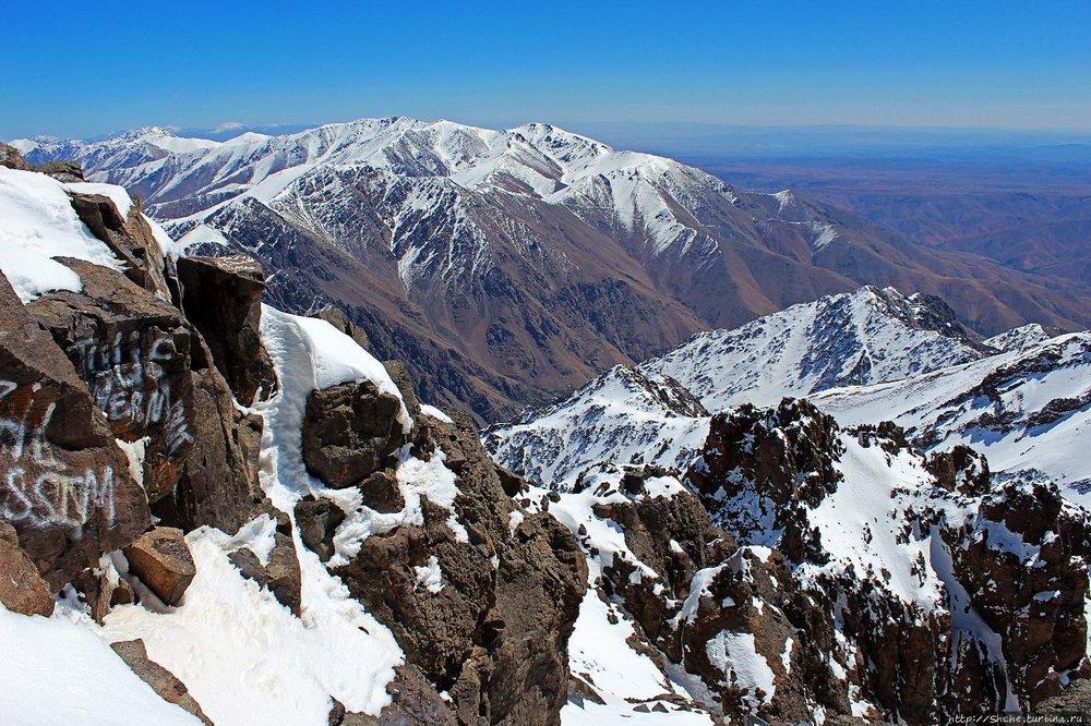 """Гора Тубкаль 4167 метров. Армяне могут ее рассматривать в одной """"весовой категории"""" с Арагацем (4090 метров) Фото im3.turbina.ru"""
