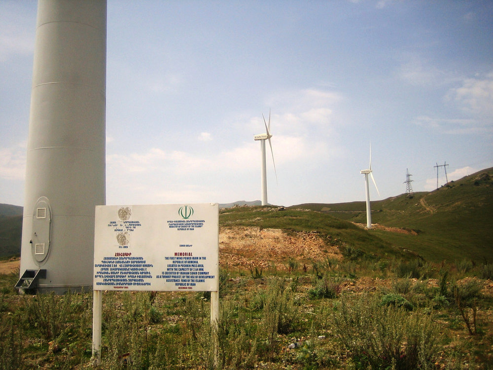 Wind_Power_in_Armenia_at_Pushkin_Pass.jpg