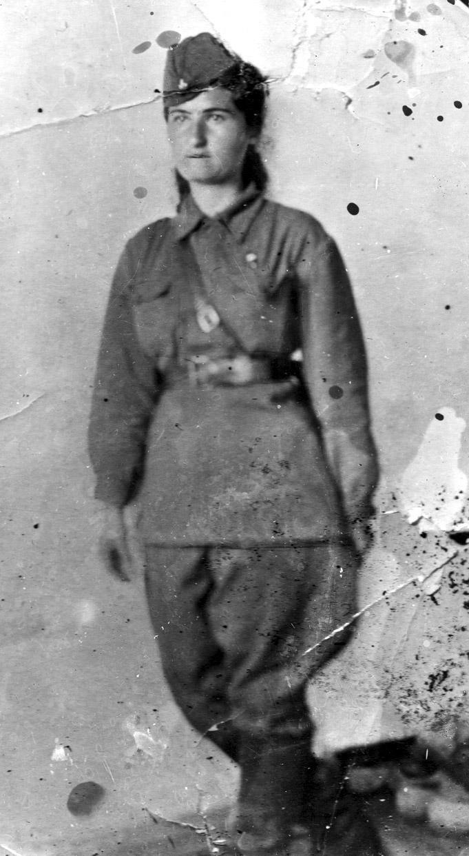 Первая армянская женщина-боевой лётчик Ася Ванян.
