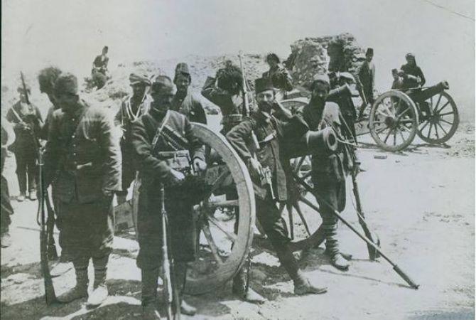 В апреле 2015 года Музей-институт Геноцида армян приобрел эксклюзивную фотографию Ванского сопротивления. Здесьизображены бойцы в апреле 1915 года и турецкие пушки.Эта фотография была сделана американским врачом-миссионером и опубликована в американской прессе, однако оригинал считался утерянным.