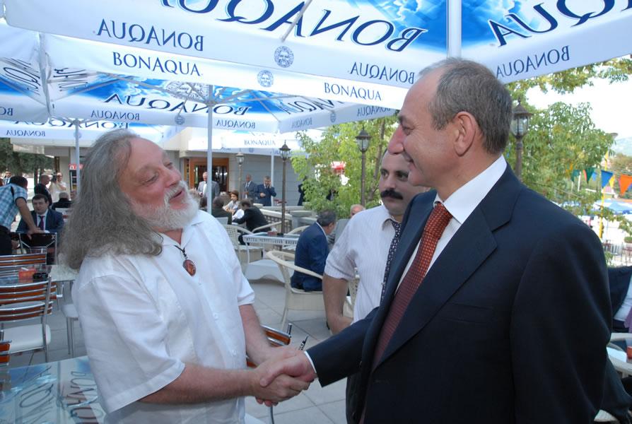 """Президент НКР Бако Саакян и Григорий Потоцкий на фестивале """"Карот"""" в сентябре 2010 года."""