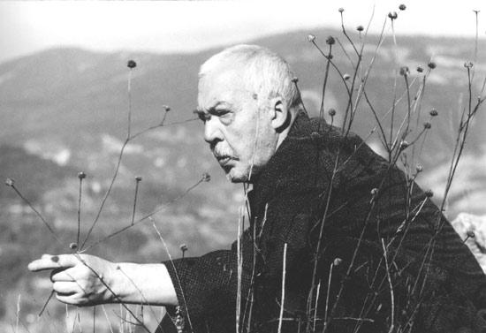 Я вспоминаю, когда «Уроки Армении» проходили печать в нашей цензуре в 1969 году, они выкрамсывали места, где цитировались фашистские инструкции по поводу освящения подробностей геноцида армян (Андрей Битов) gallery.vavilon.ru