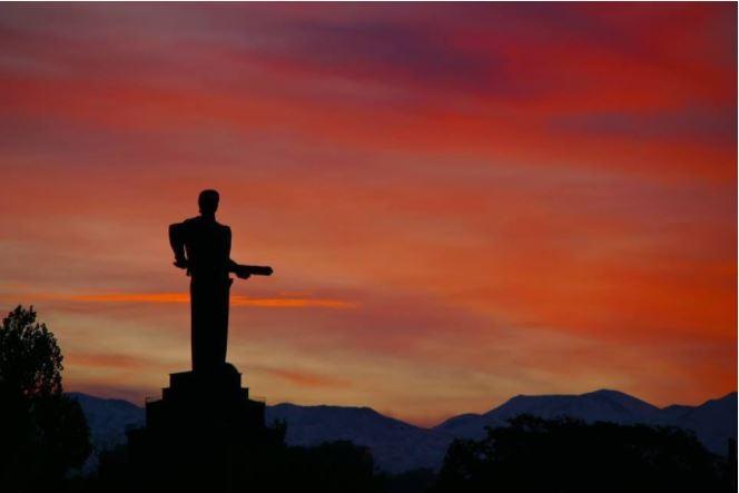 """""""Мать-Армения"""".Фото с сайта создателя, скульптора Ара Арутюнянаaraharutyunyan.com"""