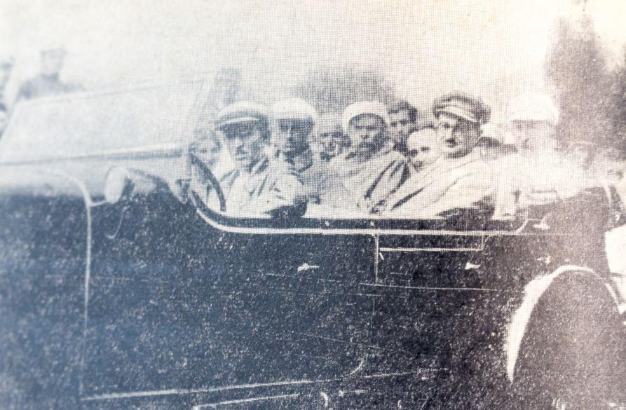 По пути в Эривань. 1928 год. Слева направо: М.А. Пешков, А.Мравян, А.М. Горький, Ш. Элиава, С. Тер-Габриэлян