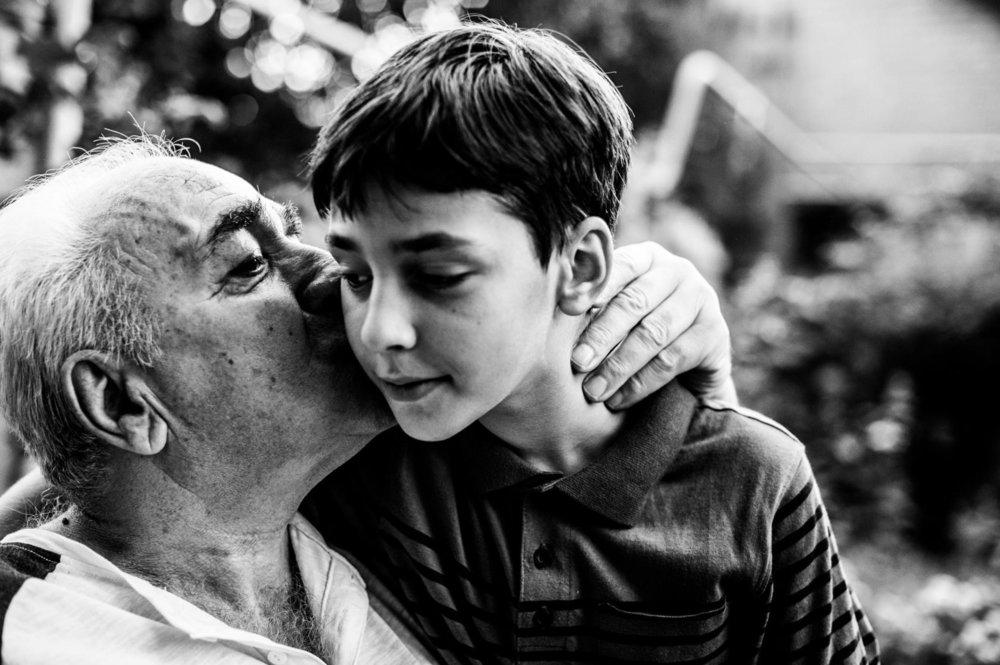 Муж с женой поглядели друг на друга и заплакали. Им стало стыдно за то, что они так обижали старика; и стали с тех пор сажать его за стол и ухаживать за ним. Фотоfotoprizer.ru