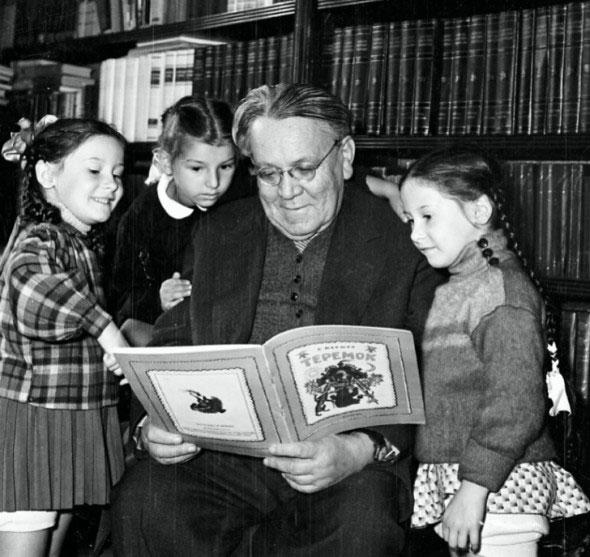 В 1923 годуСамуил Маршак выпустил свои первые стихотворные детские книги: «Дом, который построил Джек», «Детки в клетке», «Сказка о глупом мышонке»