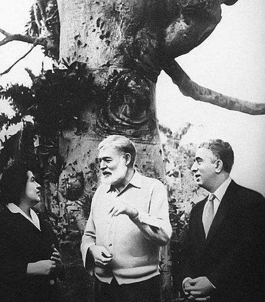 Арам Хачатурян с Ниной Макаровой в гостях у Хемингуэя