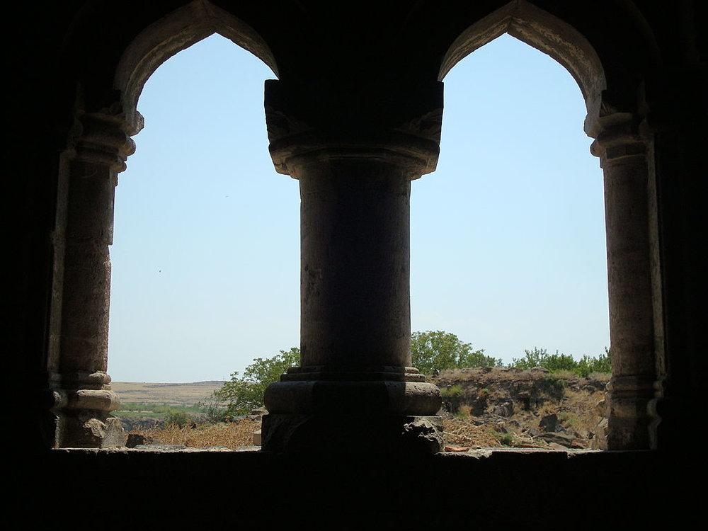 1024px-View_Gavit_Hovhannavank_Monastery.jpg