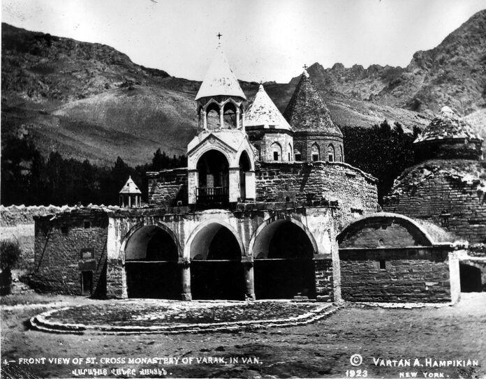 Монастырь Варагаванк, недалеко отВана