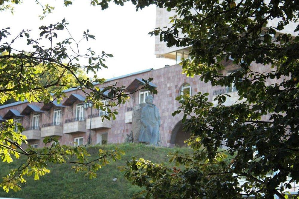Дом творчества писателей Армении в Цахкадзоре. Фотоs-ec.bstatic.com