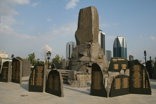 Мемориал погибших в бороьбе в терроризмом и ваххабизмом. Фото Сергея Новикова