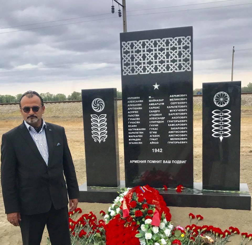 1 октября в Наурском районе Чеченской Республики прошла церемония захоронения останков солдат и офицеров, среди которых 15 военнослужащих-армян, погибших в 1942 году и найденных на территории Чечни в марте-апреле 2017 года.в честь армянских воинов был установлен памятник, автором которого стал архитектор Ашот Татевосян