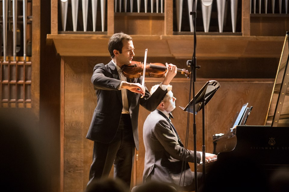 Гайк Казазян (скрипка), Андрей Гугнин (фортепиано). Фотоmosconsv.ru