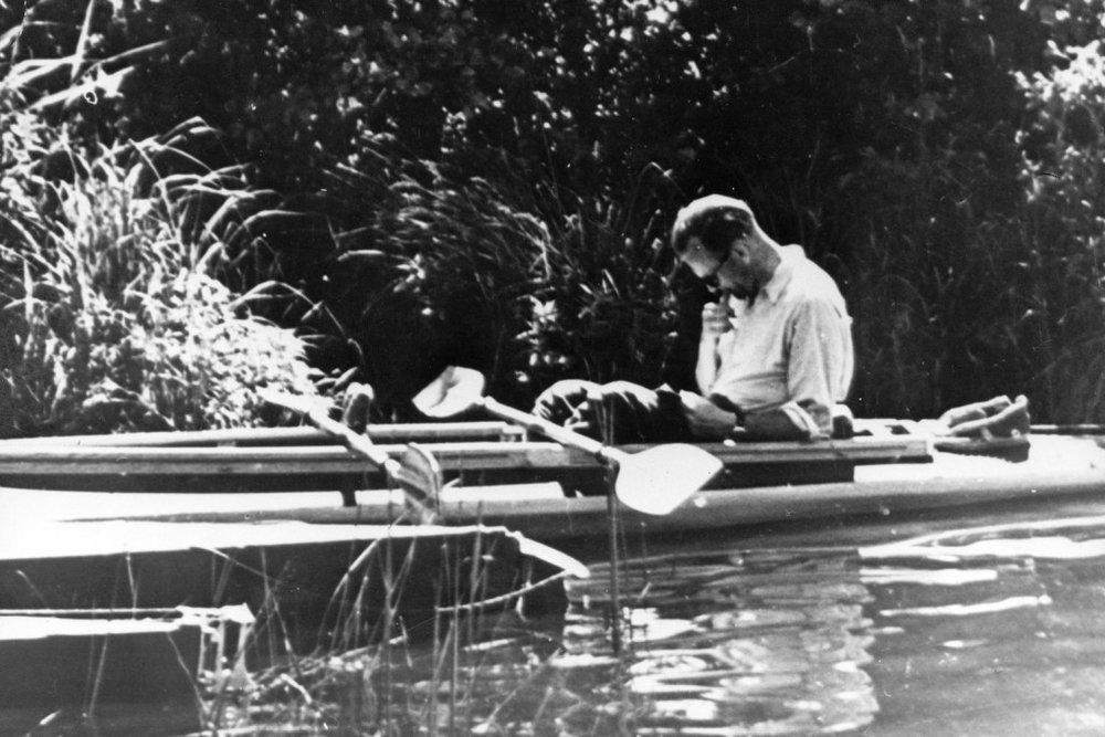 Будущий Папа Римский очень любил плавать на байдарке. Фотоcatholicsun.org/