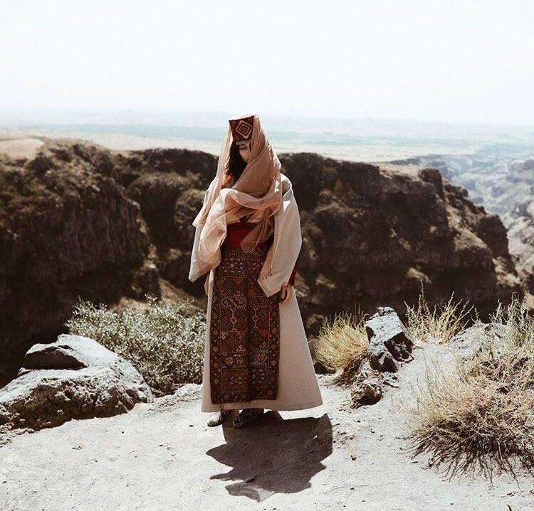 Девушка в костюме армянки Васпуракана.