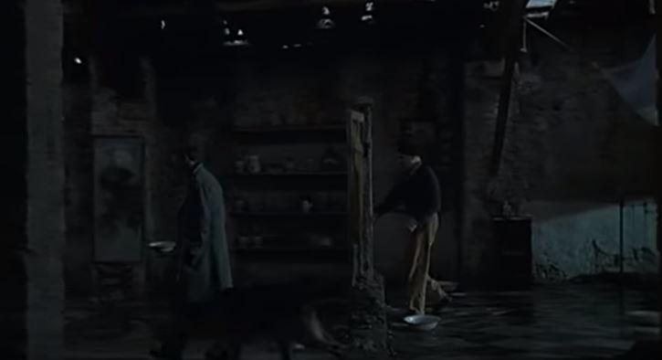 """Эпизод из фильма А. Тарковского """"Ностальгия"""". Доменико (актер Эрланд Юзефсон) входит в пространство мертвого дома через дверь."""