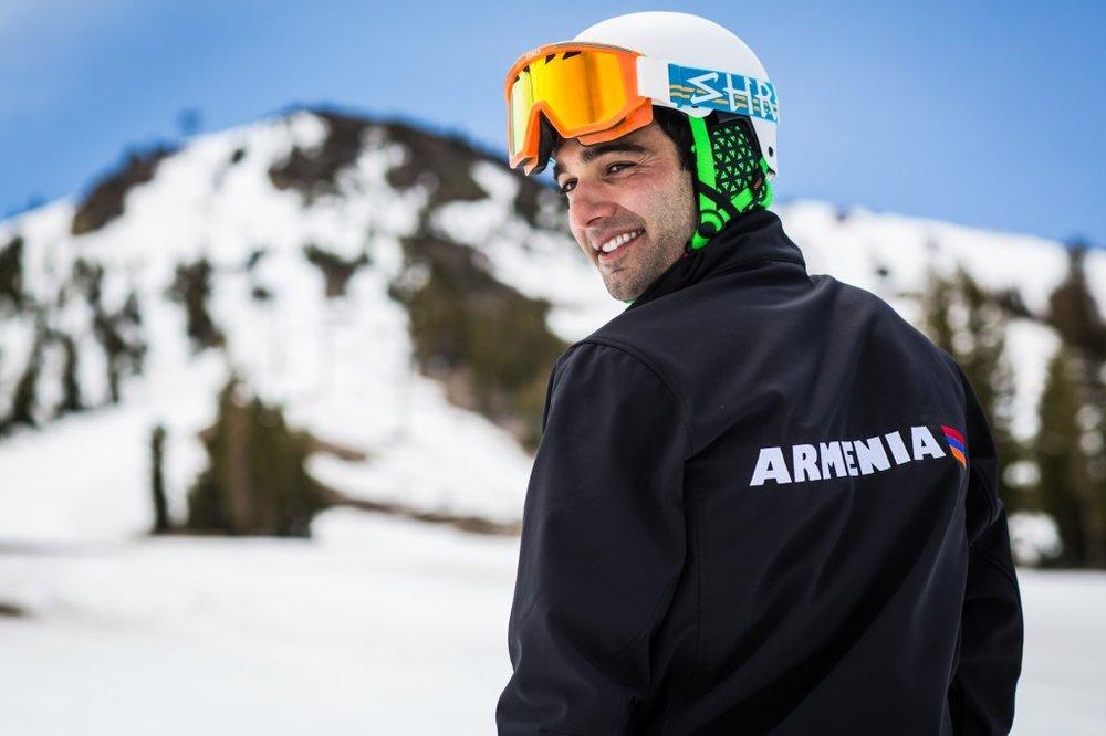 Не выступал за Армениюармянский и американский горнолыжник, участник Олимпийских игр 2014 года от Армении Арман Серебракян (слалом). Фото golosarmenii.am