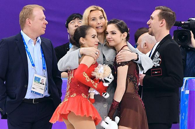 Российские призеры женского одиночного катания в соревнованиях по фигурному катанию на XXIII зимних Олимпийских играх, Евгения Медведева- серебряная медаль и Алина Загитова- золотая медаль. Фотоgazeta.ru