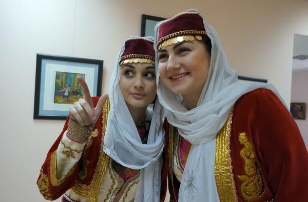 Вопреки распространенному мнению о женской болтливости, армянки крайне редко распространяются о своих семейных неурядицах.