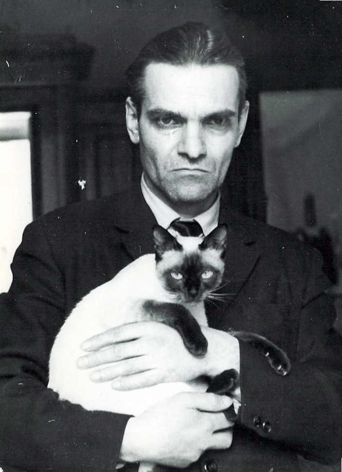 Ю. Кнорозов с сиамской кошкой Асей (Аспидом) в 1971 году
