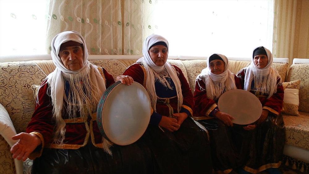 Почитание старших и в особенности матерей - основа талышской ментальности. Фотоchai-khana.org