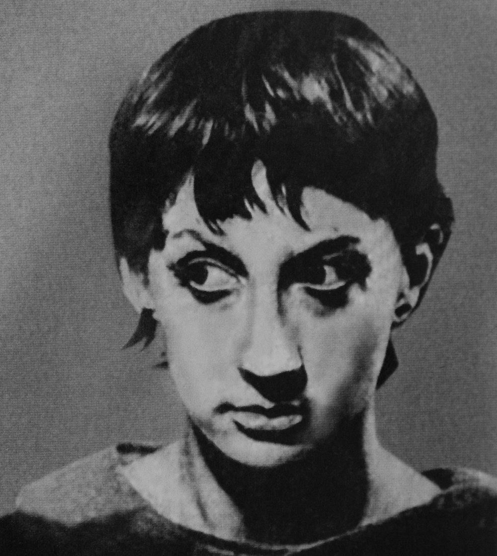 """Софико Чиаурели в ролиЖаннуд'Арк в пьесе Ж. Ануя """"Жаваронок"""" - такой ее впервые увидел на театральной афише Параджанов. 1967 год."""