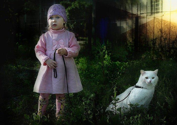 Великолепная серия снимков девочки с белоснежными котами от фотографа Анатолия Снежко. Кошка и девочка в самом деле живут в одной семье, в которой хозяева содержат питомник этих белоснежных красавцев.goodnewsanimal.ru