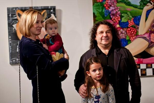 Игорь Саруханов и его девочки. Фотоn1s1.starhit.ru