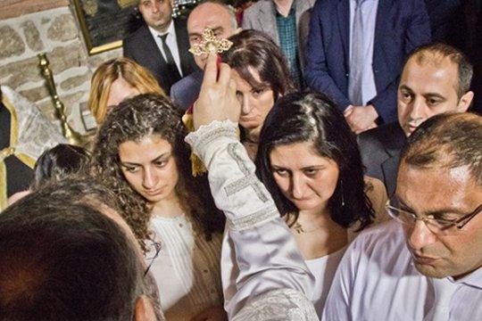 Криптоармяне Дерсима проходят обряд крещения. Фотоru.1in.am