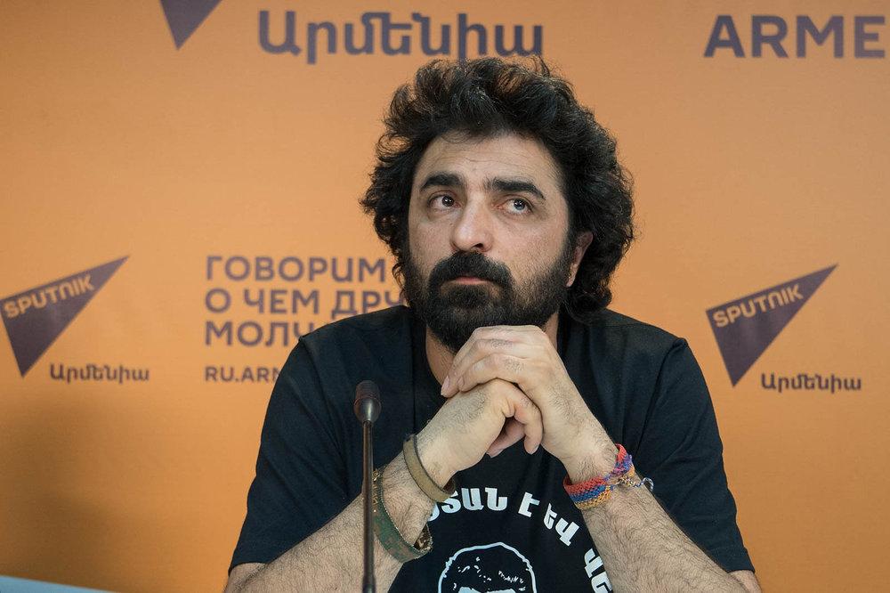 В июле 2017 года дерсимец Шант Тайланпосетил Ереван. Он - один изтех молодых армян, кто вернулся ксвоим корням, был крещен исменил имя наармянское. Фотоarmeniasputnik.am