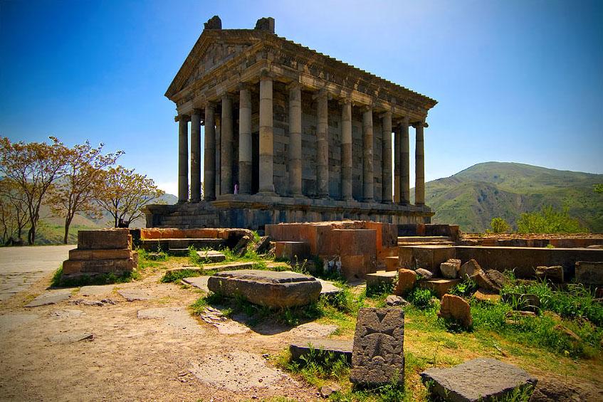 Крепость Гарни упоминается Тацитом в связи с событиями в Армении ещё в первой половине I в. н. э. Была построена армянским царём Трдатом I (54—88 гг.) в 76 г Фотоhayasanews.com