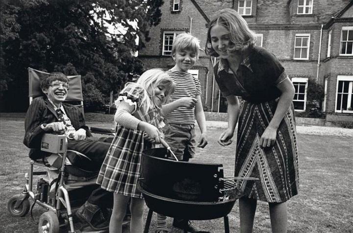 Стивен Хокинг с семьей