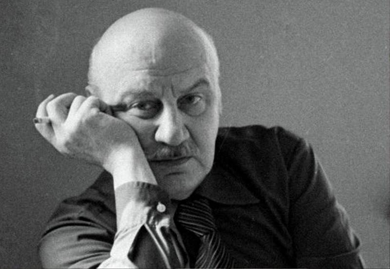 Лев Александрович Кулиджанов (1924–2002) — советский российский кинорежиссер, сценарист, педагог, общественный деятель. Народный артист СССР (1976), Герой Социалистического Труда (1984), Лауреат Ленинской премии (1982)