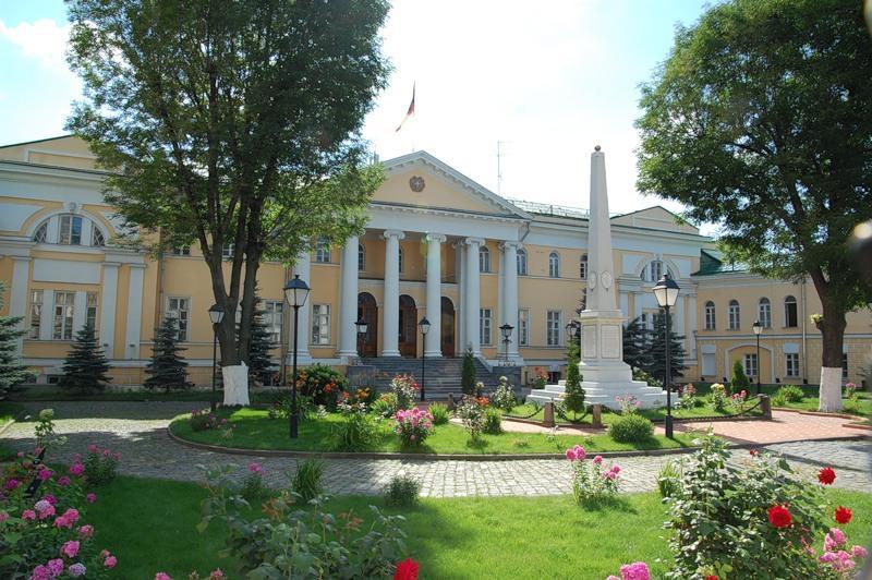 Армянская диаспора сегодня - В наши дни в доме Лазаревых находится посольство Республики Армения в России, а также армянская воскресная школа «Верацнунд» («Возрождение»).