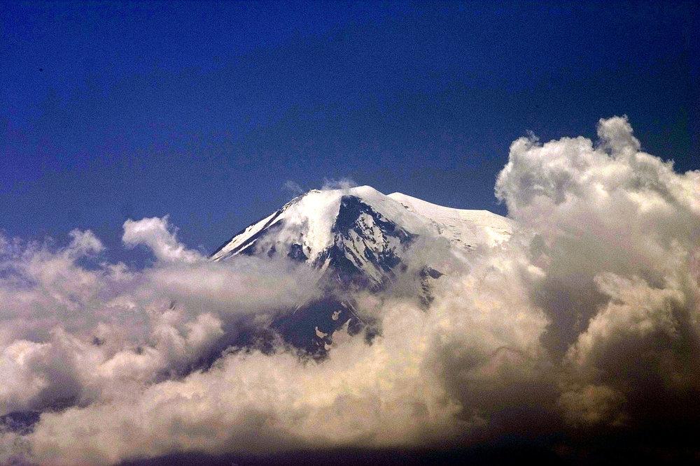 View_onto_Mount_Ararat_from_Khor-Virap_Monastery.jpg