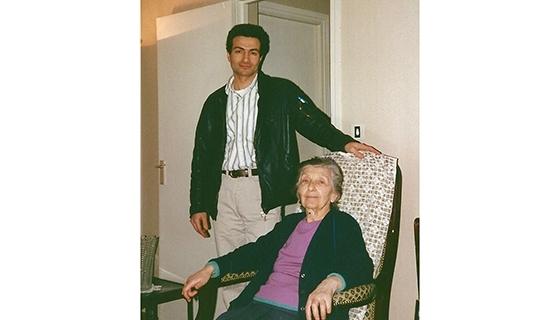 Раффи с бабушкой Агавни © Частная коллекция Раффи Калфаяна.auroraprize.com