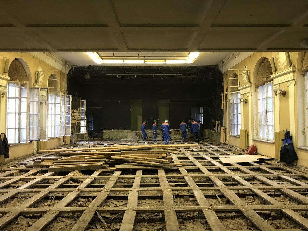 Так идет реконструкция в театре, спроектированном Александром Таманяном для больных туберкулезом железнодорожников. Фотоinzhukovskiy.ru